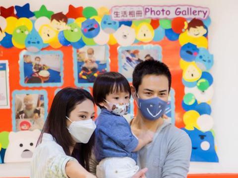 陈凯琳晒一家三口合影为大儿子开生日派对 2岁儿子像足爸爸郑嘉颖