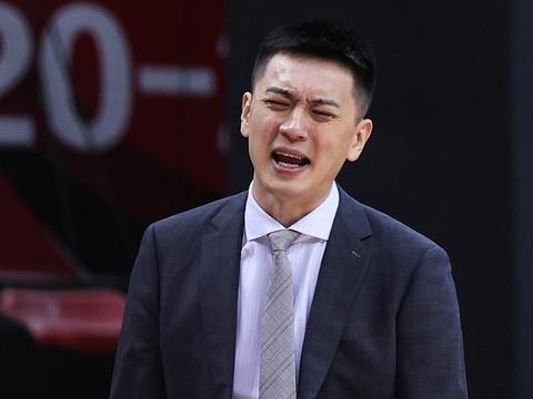 输球夜辽篮主教练杨鸣只肯定付豪表现 骂其他球员不争气