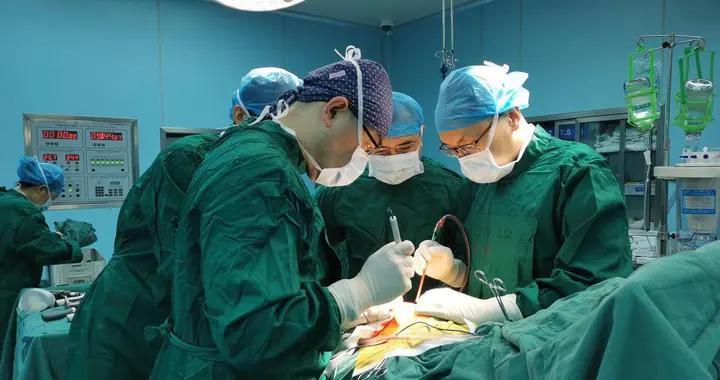 """这台手术多学科协作,治愈了""""熊猫血""""患者33年的先天性畸形"""