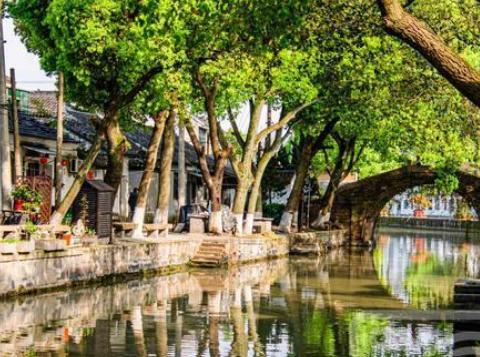 苏州以住宅园林为主的水乡古镇,位于太湖之畔,历史文化悠久灿烂