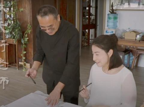 霍启刚携妻儿作画,首晒一家三口唯美画作,为郭晶晶作品比心