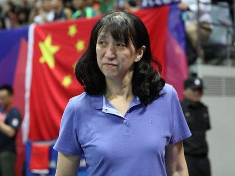 她是中国女排功勋助教,为事业14年不结婚,军人丈夫苦等她多年!