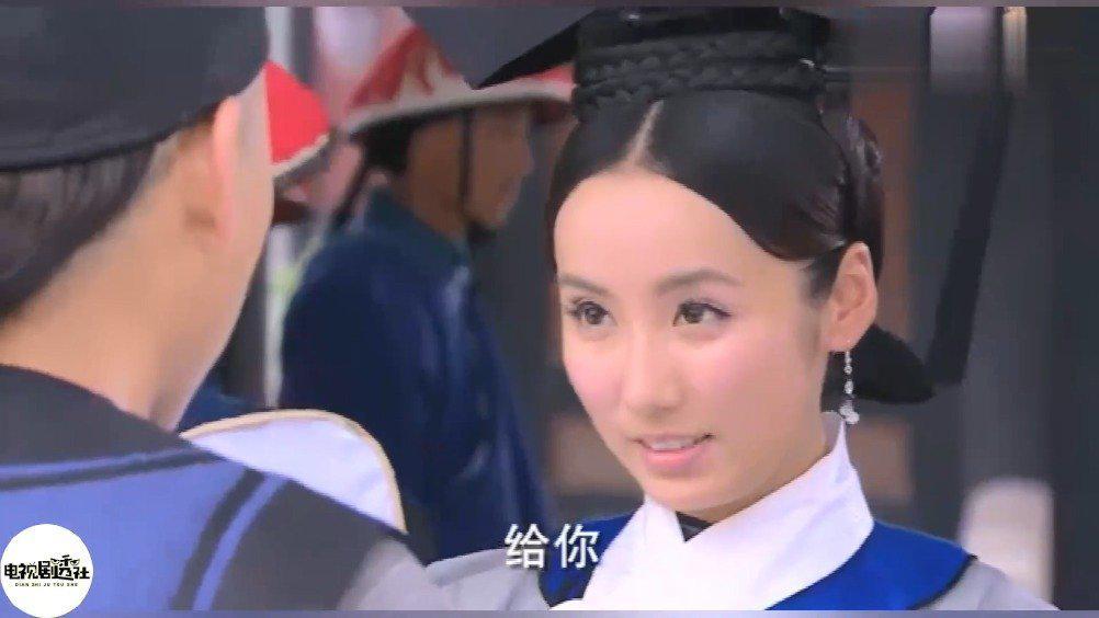 当年杨幂为提携袁姗姗引荐她在自己剧《宫》中演一个小宫女……