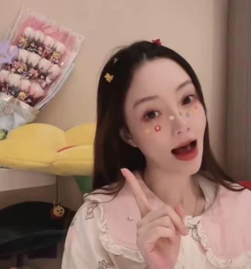 李小璐努力从明星变成网红,视频背后疑似新恋情