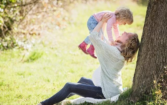 """""""生娃机器""""走红,13年连续生7娃,宝妈:老公好基因不能浪费"""