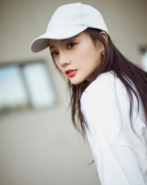 39岁老少女李小璐,没戏拍,没有代言,直播带货被禁,状态堪忧