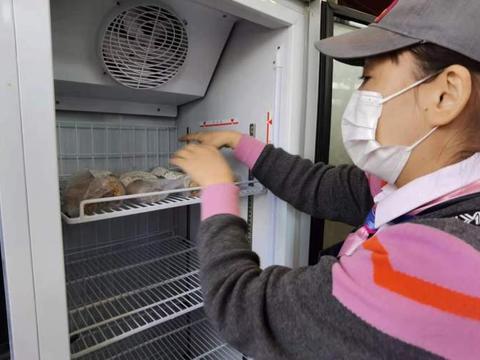 肯德基食物银行一上架就遭哄抢,网友:这可是上海,抢洋垃圾丢人