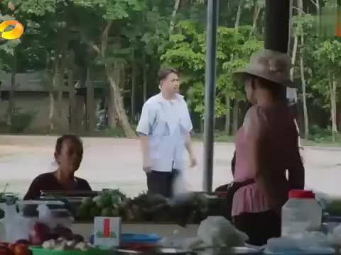 何炅带老狼出门买菜,没见过就算了还语言不通,瞬间整懵黄磊!