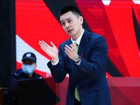 三消息!杨鸣赛后道输球原因,雅尼斯痴迷防守,郭昊文兑现天赋!