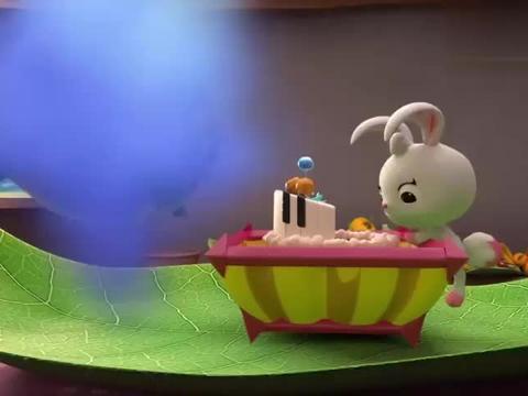 艾伦是个小暖男,朋友过生日,精心制作生日蛋糕