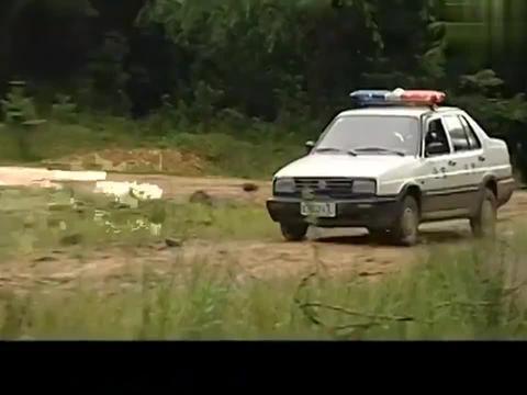 七尺男儿:地头蛇打断农民的腿,警察刚抓到人,局长就让放了他