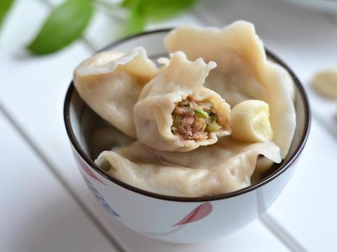 """调饺子馅,牢记""""放1水,加3油"""",保证肉馅鲜嫩多汁,贼拉的香"""