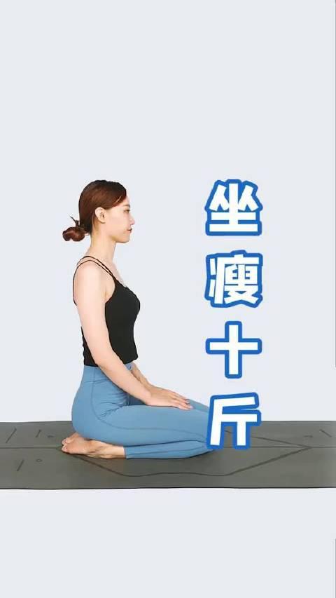 睡前做这个动作,每天3分钟,拉伸颈部,打开胸腔,淡化颈纹……