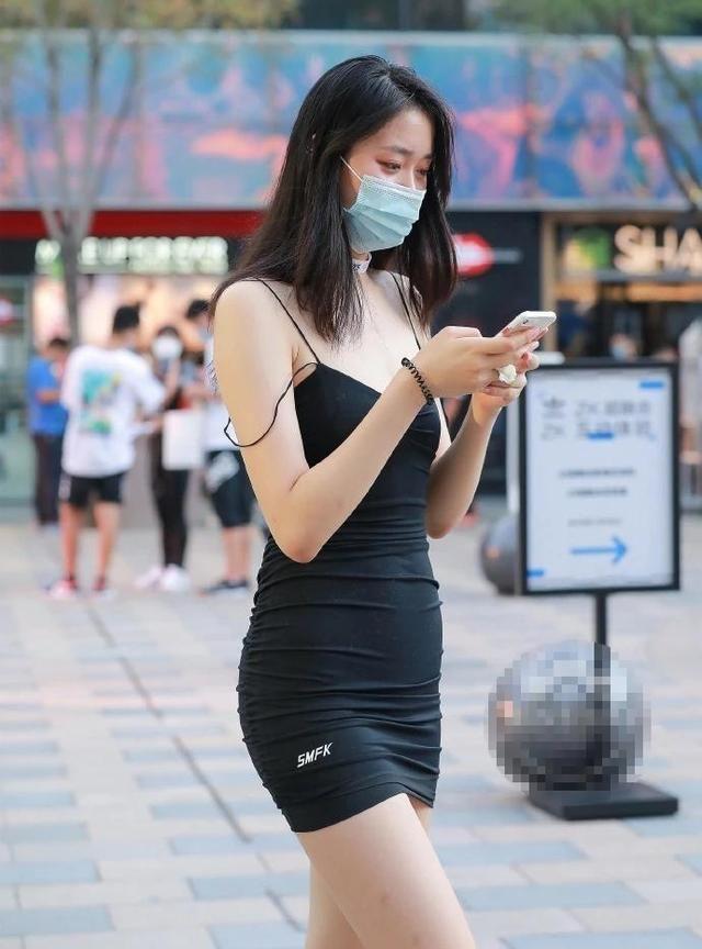 韩版黑色紧身连衣裙,修身性感,打造身材的黄金比例