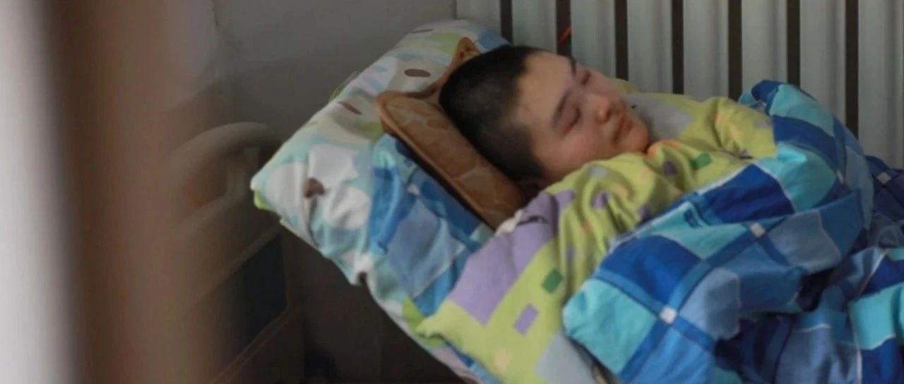瘫痪女儿报名为患癌母亲拍照:想让她为自己活一回