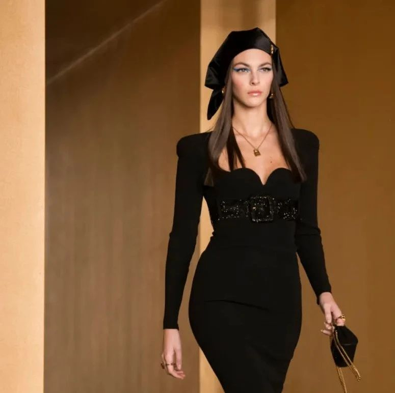 T型台 | 姐姐们的舞台御用Versace,上新了