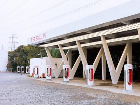 特斯拉车主充电更便捷啦,在华第6000个超级充电桩上线