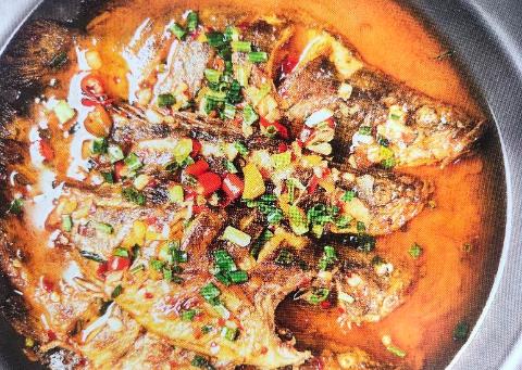 柴火烧鮰鱼,红烧小鳜鱼,大盆土猪肉