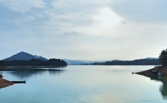 去清雅幽静的湖边,体验一场浪漫的艺术人生