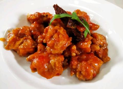 官燕无菌蛋黄卤肉饭、茄汁鸡翅中、天使之铃