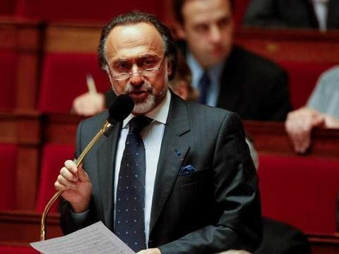 法国亿万富翁,达索第三代掌门因飞机失事过世,马克龙称巨大损失