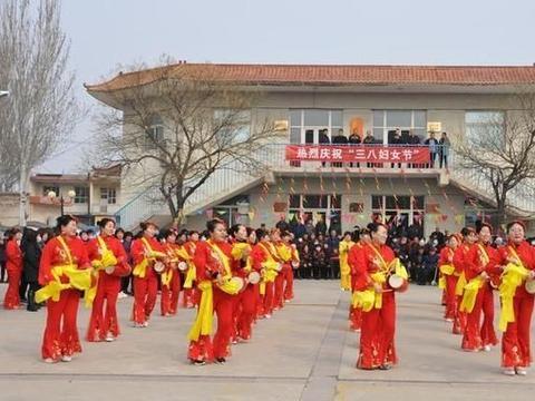 山西省定襄县镇安寨村:载歌载舞喜庆妇女节 共话幸福新生活