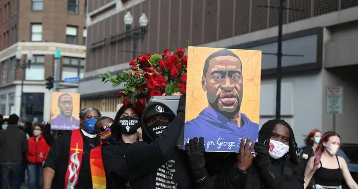 """美国弗洛伊德""""暴力执法死""""同一路口再发枪击案 民众示威抗议"""