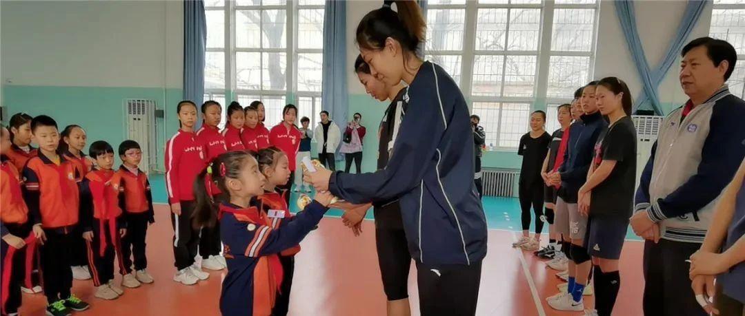 你是我的榜样——岳阳道小学师生慰问天津女排