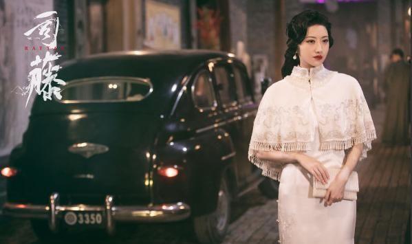 景甜新剧造型令人惊艳,着旗袍身姿妙曼,气质优雅高贵