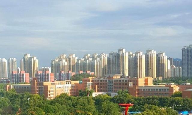 河北省现辖县级市,由唐山代管,铁矿储量27.2亿吨,入围百强县
