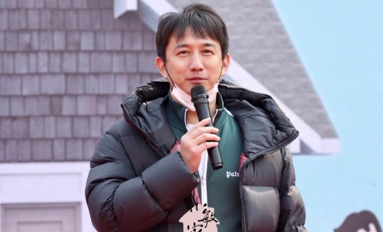 黄磊孙莉结婚17年晒合照,面带微笑夫妻相十足,网友:狗粮吃饱