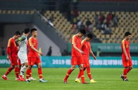 中国足球再遭重创:世预赛恐迎来巨变,晋级12强赛悬了