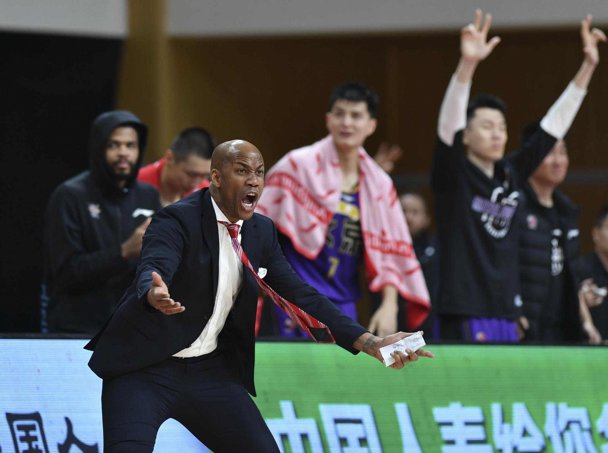 篮球——CBA第三阶段:北京紫禁勇士胜北京首钢