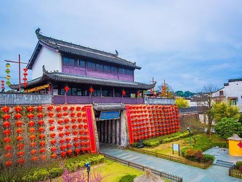 安徽黄山藏有一座千年古城,已有2200多年历史,夜色让人赞叹
