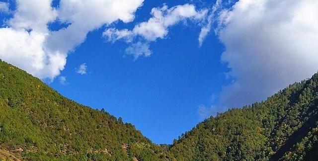 云南省维西县大山深处,有一座古老的傈僳族寨,神秘无比
