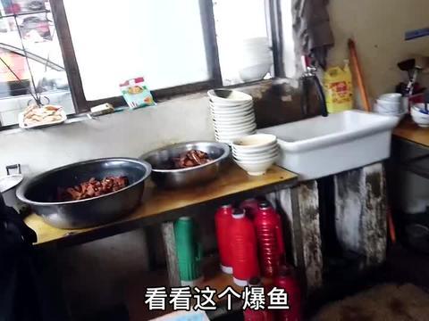 白鲢鱼做爆鱼,浦口阿六面馆特色酱油三鲜面15元,再加份鱼5元