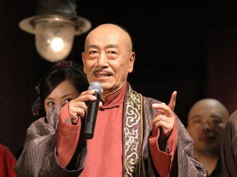 73岁王奎荣近照,比他小37岁的娇妻,竟是圈内熟悉演员