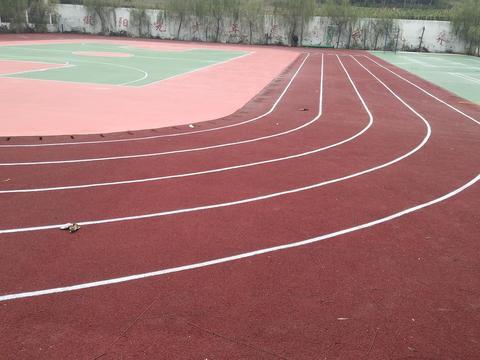 新旭体育介绍塑胶跑道十大排名厂家,硅pu篮球场多少钱一平方
