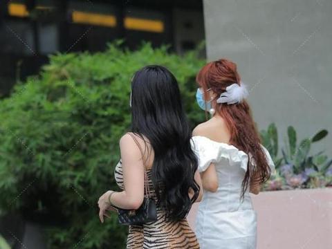 虎纹连衣裙,配上钻孔高跟鞋,成熟性感,时尚前卫