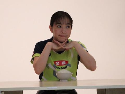 石川佳纯夺冠后连续拍广告!镜头中一脸严肃,私下可爱亲和力十足