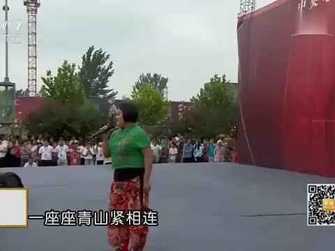山楂妹演唱《谁不说俺家乡好》,嗓子真带劲!民歌这么唱才好听!