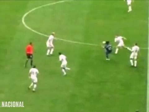 罗纳尔迪尼奥魔幻般的过人,看他踢球就想自己跑起来