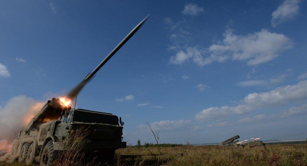 300门多管火箭炮调好射击诸元 千辆坦克准备越界:这仗非打不可?