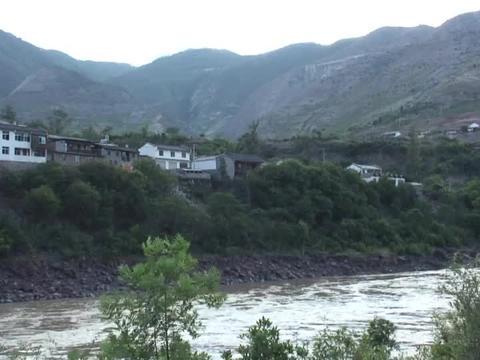 真正的三江并流从此开始 沿澜沧江而上 到达维西傈僳族自治县