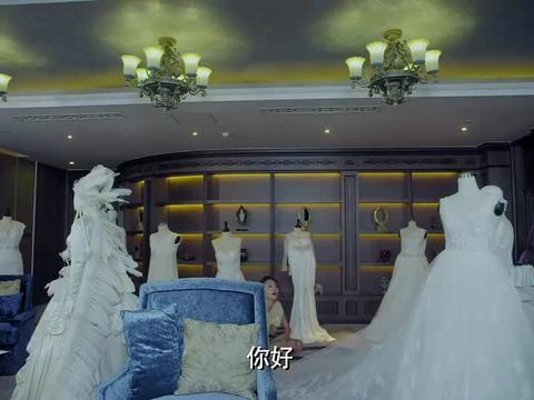 御姐归来大结局:艾米尔亲自为胡娜定制婚纱,将开心推到她身边!