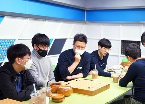 韩国围甲季后赛第二轮首场物价信息胜浦项制铁,申旻埈不敌卞相壹