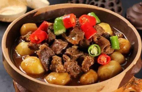 今日美食推荐:五香焖牛腩、炒酸辣小肠、炒肉皮