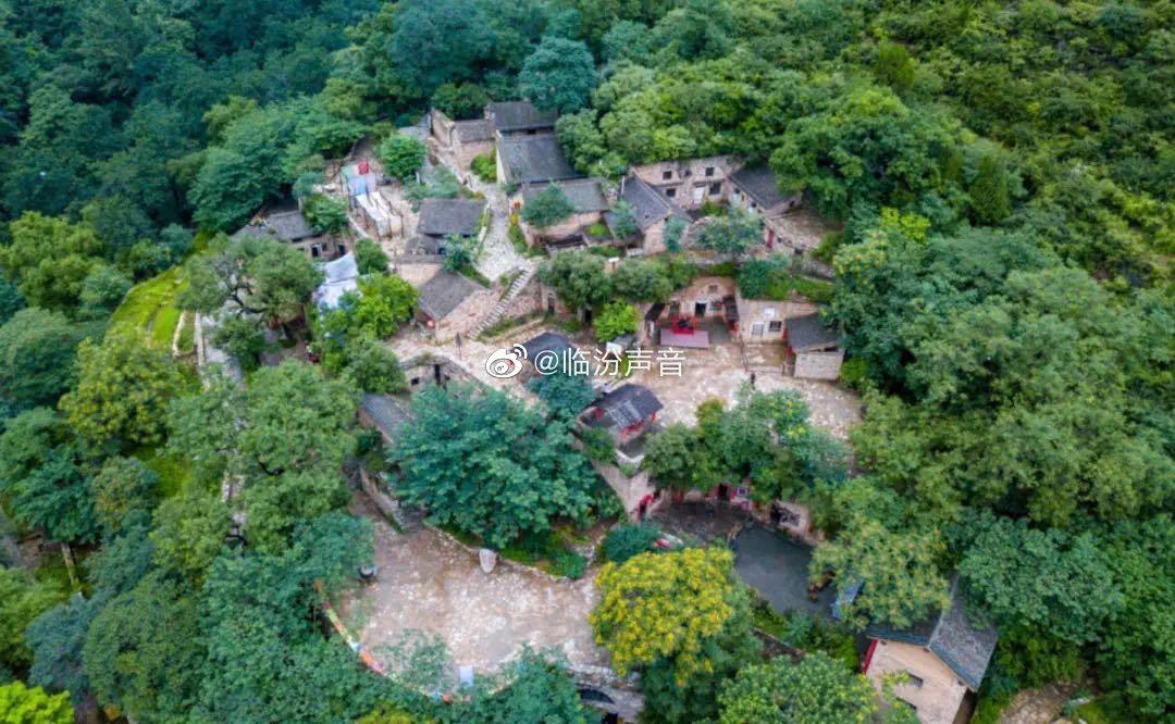 塔尔坡古村已有2500多年的历史……