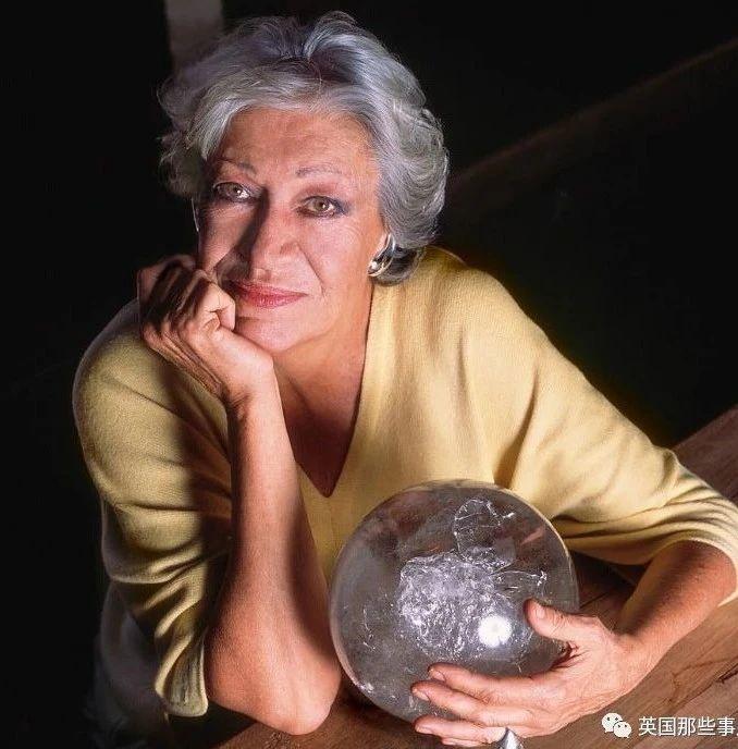 蒂凡尼传奇珠宝设计师Elsa Peretti离世...原本的大小姐,却拿了个叛逆独立的剧本!