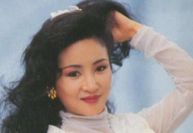 她的前夫是谢贤,儿子是谢霆锋,狄波拉到底有着怎样的人生?